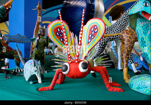 alebrije-dragonfly-and-other-painted-woo