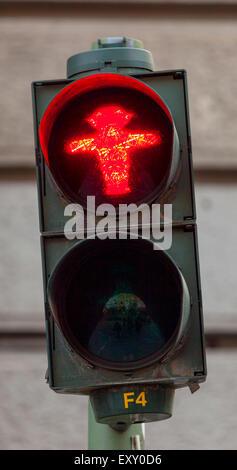 """Ampelmannchen, die """"kleine Ampelmännchen"""", Fußgänger Symbol im ehemaligen Ost-Berlin. Rot Stockbild"""