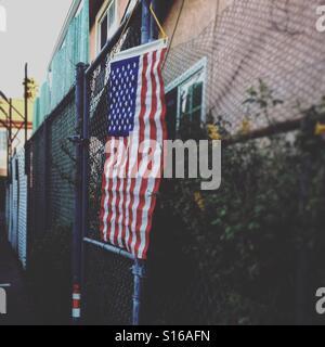 Flagge der Wahltag im Wahllokal Stockbild