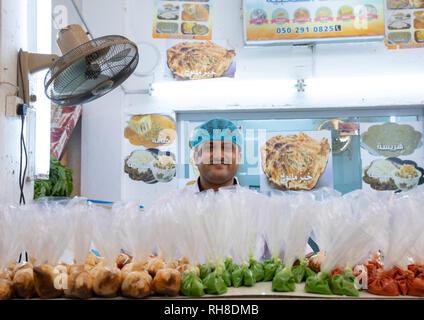 Anbieter in einem lokalen Restaurant, Jizan Provinz Jizan, Saudi-Arabien Stockbild