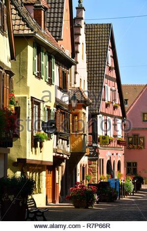 Frankreich, Haut Rhin, Alsace Wein Straße, Turckheim, Grand Rue Stockbild