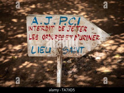Keine pissing und hier Littering unterzeichnen, Région de l'Esperance, Yamoussoukro, Elfenbeinküste Stockbild