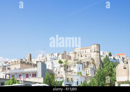 Massafra, Apulien, Italien - Skyline von im mittleren Alter Dorf in Italien Stockbild