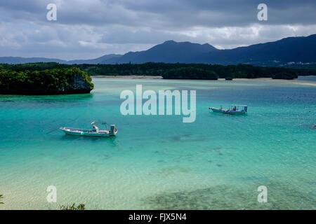 High Angle View Of Boote vertäut am Meer in Ishigaki Stockbild