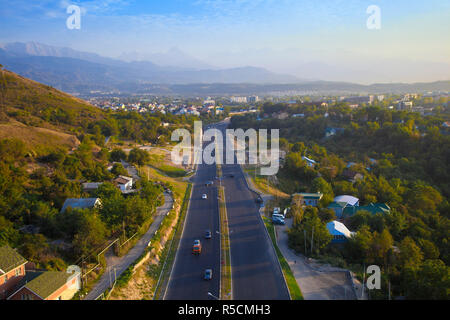 Kasachstan, Almaty, Ansicht von Almaty aus Kok-Tobe Seilbahn Stockbild