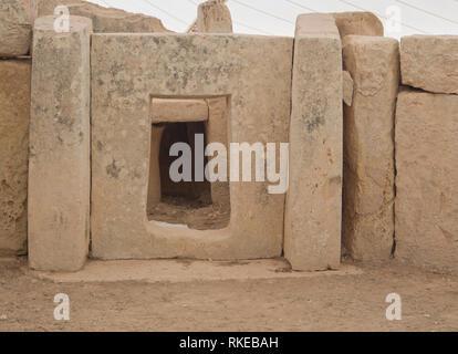 Die alte megalithische Tempel Komplex von ?a?ar Qim in Malta ist ein UNESCO-Weltkulturerbe, in der Nähe von Gebäude Technik, Steine und geschnitzten öffnen Stockbild
