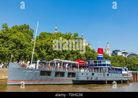 England, London, Whitehall, Victoria Embankment, tattershall Schloss Floating Pub Stockbild