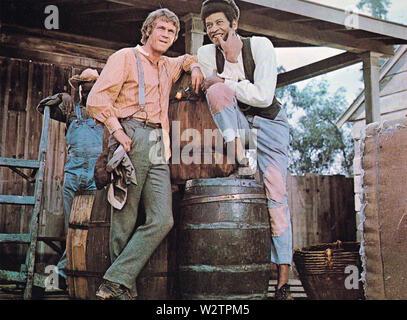 Die REIVERS aka der Gelben Winton Flyer 1969 Nationale Allgemeine Bilder Film mit Steve McQueen auf der linken und Mitch Vogel Stockbild