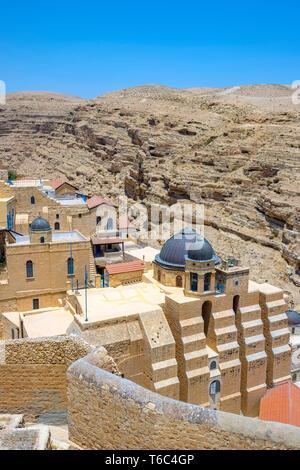 Palästina, West Bank, Bethlehem Governatorat, Al-Ubeidiya. Mar Saba Klosters, in den Klippen des Kidron in der Judäischen Wüste gebaut. Stockbild