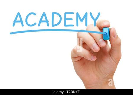 Hand schreiben das Wort Akademie mit blauen Markierung auf Transparenten abwischen Board auf weißem Hintergrund. Stockbild