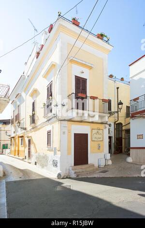 Massafra, Apulien, Italien - 31. MAI 2017 - eine traditionelle Pension in den Straßen von Massafra Stockbild