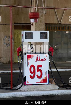 Ölpumpe in einer Tankstelle, Asir Provinz Abha, Saudi-Arabien Stockbild
