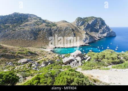 Cala Figuera de Formentor, Mallorca, Spanien - Wandern durch die felsige Landschaft von Formentor Stockbild