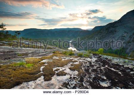 Schöner Frühling Sonnenuntergang am Måfjell in Nissedal, Telemark, Norwegen. Stockbild