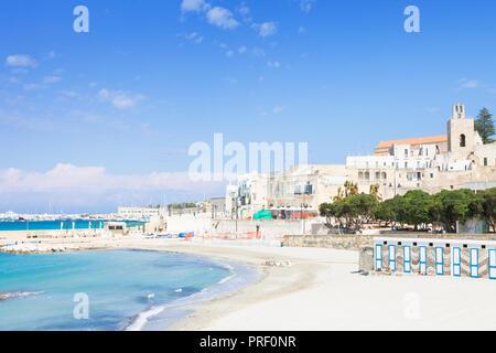 Otranto, Apulien, Italien - für einen Spaziergang am ruhigen Strand von Otranto in Italien Stockbild