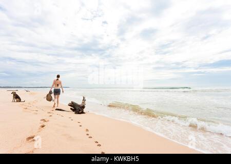 Asien - Sri Lanka - induruwa - für einen Spaziergang mit dem Hund Stockbild