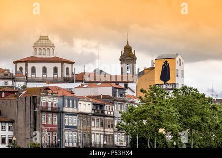 Ribeira, Kirche des Dritten Ordens des hl. Franziskus, Sandemann Wandmalerei, traditionelles Gebäude, Porto, Portugal Stockbild