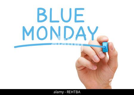 Hand schreiben Blue Monday mit blauer Markierung auf transparente abwischen. Es ist behauptet der traurigste Tag im Jahr, in der Regel am dritten Montag Stockbild