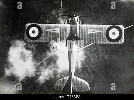 Flugzeug, gesehen von oben nach unten schaut, während des Zweiten Weltkrieges 1. Fedele Albert (Italienisch, 1895 - 1930); Italien; 1914 - 1929; Silbergelatineabzug. Stockbild