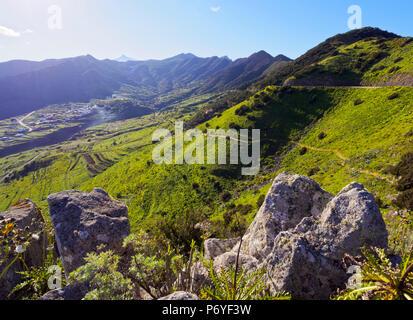 Spanien, Kanarische Inseln, Teneriffa, Buenavista del Norte, mit Blick auf die vom Mirador Altos de Baracan. Stockbild