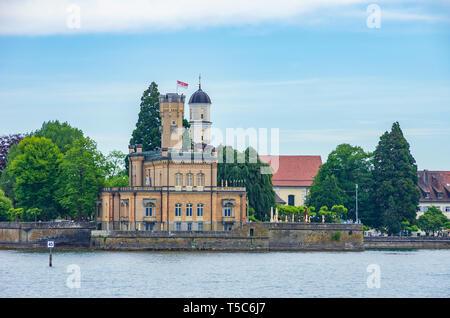 Am See Blick auf Schloss Montfort in Langenargen am Bodensee, Baden-Württemberg, Deutschland. Stockbild