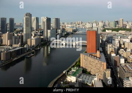 Blick über Sumida River mit Kachidoki und Tsukiji - ohashi Brücken, Tokio, Japan, Asien Stockbild