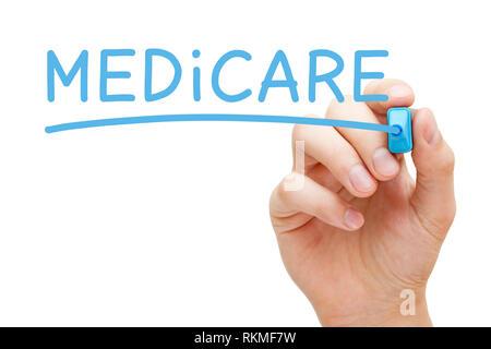 Hand Medicare schreiben mit blauen Markierung auf Transparenten abwischen. United States National Health Insurance Program Konzept. Stockbild