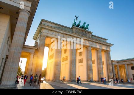Europa, Deutschland, Berlin, Brandenburger Tor bei Sonnenuntergang Stockbild