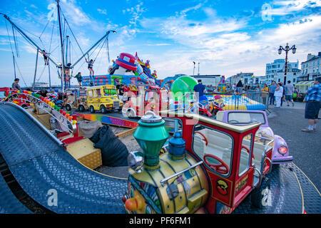 Bunte Kirmes auf Worthing Seafront in England Stockbild