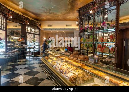 Cafe Mauri Interieur, Confiserie, Patisserie, seit 1929, Stadtteil Eixample, Barcelona, Spanien Stockbild