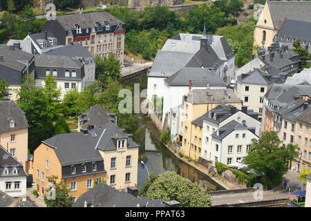 Häuser, das Tal der Alzette, die Unterstadt Grund, der Stadt Luxemburg, Luxemburg, Europa ich Häuser, Tal der Alzette, Unterstadt Grund, Luxemburg-Stadt, L Stockbild