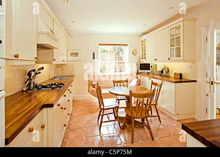 Traditionelle englische Creme Küche Interieur Stockbild