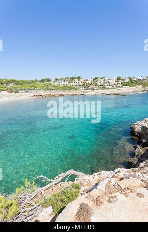 Cala Murada, Mallorca, Spanien - ein Blick von einem Aussichtspunkt über der Küste von Cala Murada Stockbild