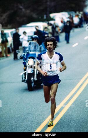 Frank Kürzere konkurrieren in der Boston Marathon 1978 Stockbild