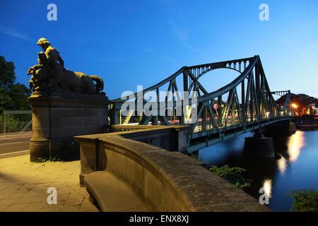 Berlin / Potsdam: Glienicker Brücke Stockbild
