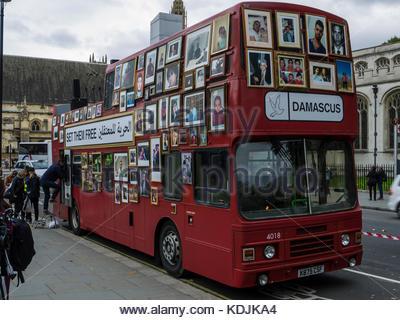 Freiheit Bus Bewegung der syrischen Familien außerhalb des Parlaments London England Stockbild