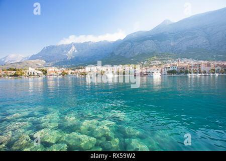 Makarska, Dalmatien, Kroatien, Europa - die Natur ist wunderschön an der Küste von Makarska. Stockbild