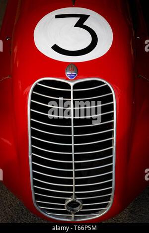 1938 Maserati 6 CM im Fahrerlager, Parnell Cup Teilnehmer an der 77. Goodwood GRRC Mitgliederversammlung, Sussex, UK. Stockbild