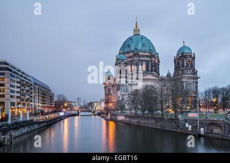 Spree und Berliner Dom, Berlin, Deutschland Stockbild