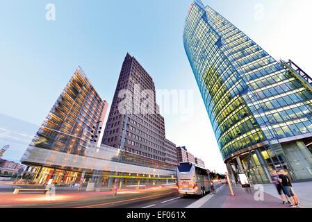 Deutschland, Berlin: Moderne Architektur am Potsdamer Platz im Morgengrauen Stockbild