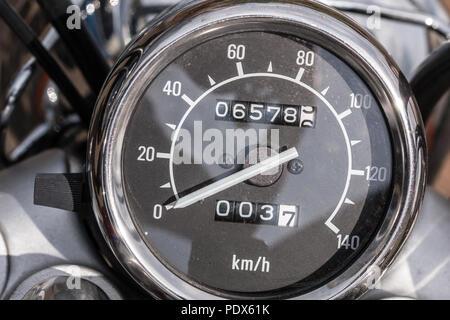 Drehzahlmesser eines Motorrads und tripmeter Stockbild