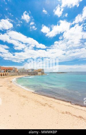 Gallipoli, Apulien, Italien - eindrucksvolle Ruhe am schönen Strand von Gallipoli Stockbild