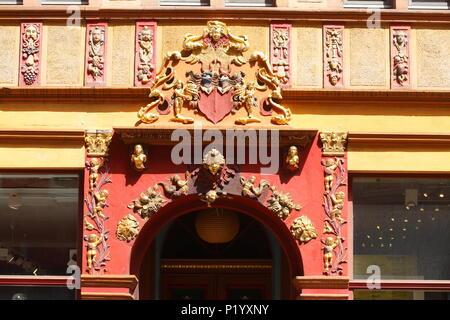 Stil der alten Tür Veranda in Lavesstraße, Hannover, Niedersachsen, Deutschland, Europa ich Altes verziertes Türportal in der Lavesstraße, Hannover, Niedersac Stockbild
