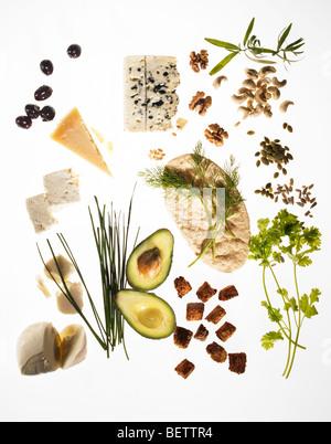 Salatzutaten, zusätzliche Optionen zum Hinzufügen von Interesse, einen Salat. Stockbild