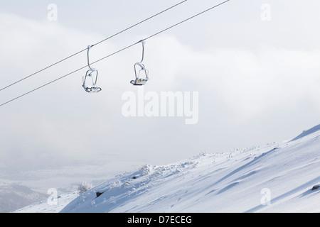 Vorsitzenden der Seilbahn im winter Stockbild