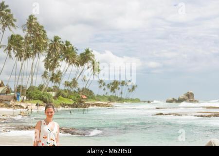Koggala Beach, Sri Lanka, Asien - Porträt einer Frau im Koggala Beach Stockbild
