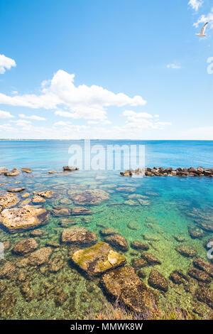 Gallipoli, Apulien, Italien - herrliches Wasser Farben an der beruhigenden Strand Stockbild