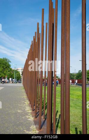 Metallpfosten Geländer, Gedenkstätte Berliner Mauer, Deutschland Stockbild