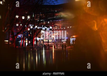 Berlin, Deutschland. 14 Feb, 2019. 69. Berlinale - Berlinale Palast an der Blauen Stunde. Quelle: Britta Pedersen/dpa/Alamy leben Nachrichten Stockbild