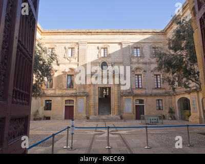 Eingang zum Museum, das in der ummauerten Stadt Mdina, die ehemalige Hauptstadt von Malta Stockbild